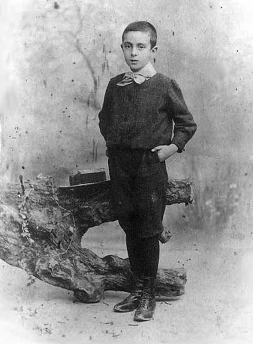 Fernando Pessoa accompanied his family to Durban in South Africa