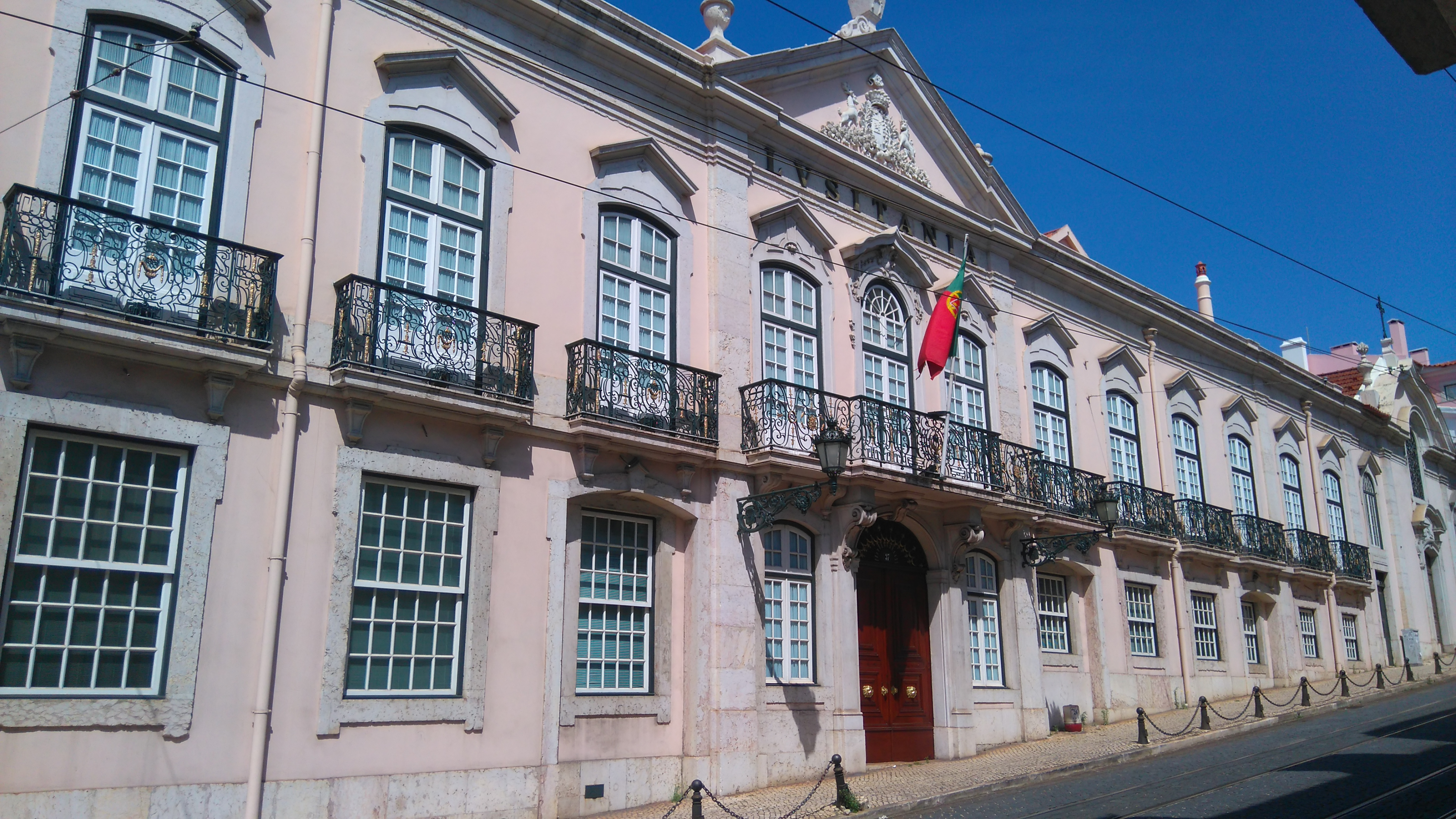 After 55 years, the British Embassy moved its premises from the Palácio de Porto Covo, Rua São Domingos à Lapa, to Rua São Bernardo.